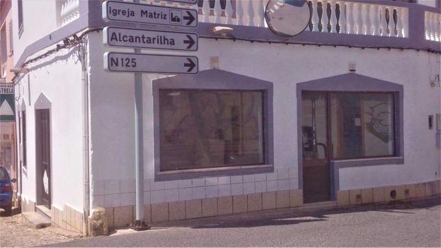 Loja no centro de Pêra Algarve