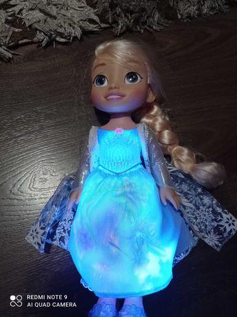 ELSA śpiewa i świeci