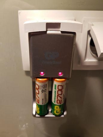 Ładowarka do baterii paluszków power bank.