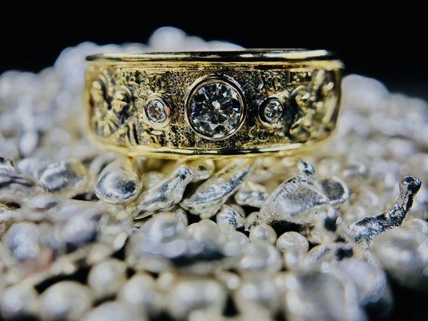 Золотое кольцо перстень с бриллиантами .