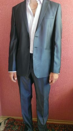 костюм свадебный+галстук в подарок