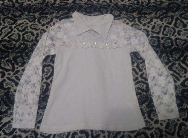 Блузка на 6-7 лет в идеале. С гипюром.