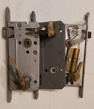 zamek drzwiowy z wkładką bębenkową