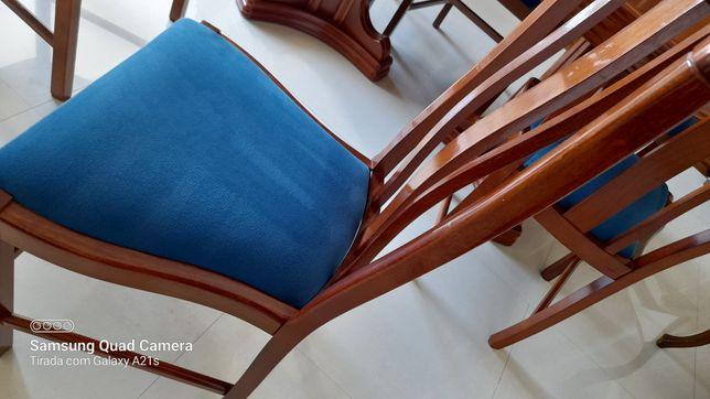Mesa e cadeiras em cerejeira