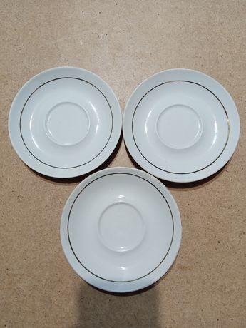 Посуд тарілки в кількості 3 штуки