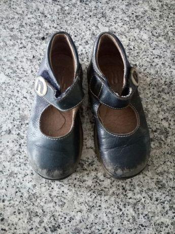 Sapatos 25