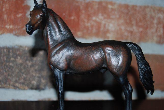 Duża figurka CollectA 88439 koń konie ogier fryzyjski