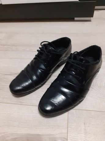 Czarne buty komunijne