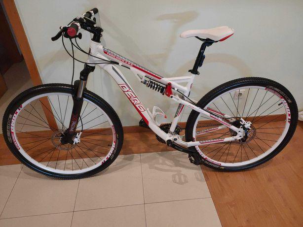 Bicicleta com muito pouco uso