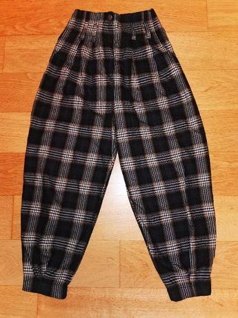 Świetne spodnie BERSHKA r. XS