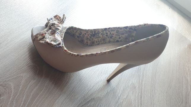 Eleganckie szpilki / buty na obcasie - r. 38