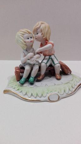 Casal de namorados em porcelana