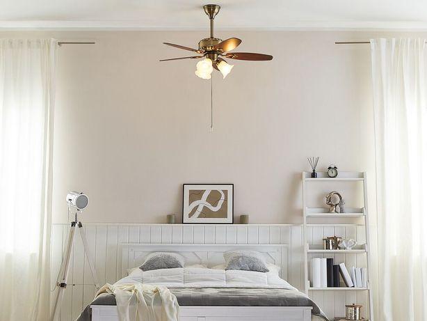 Ventoinha de teto com luz em dourado NADELA - Beliani