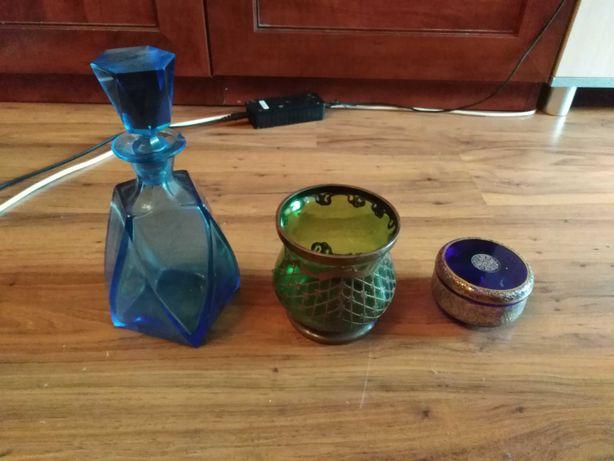 Stare rzeczy ze szkła kolorowego