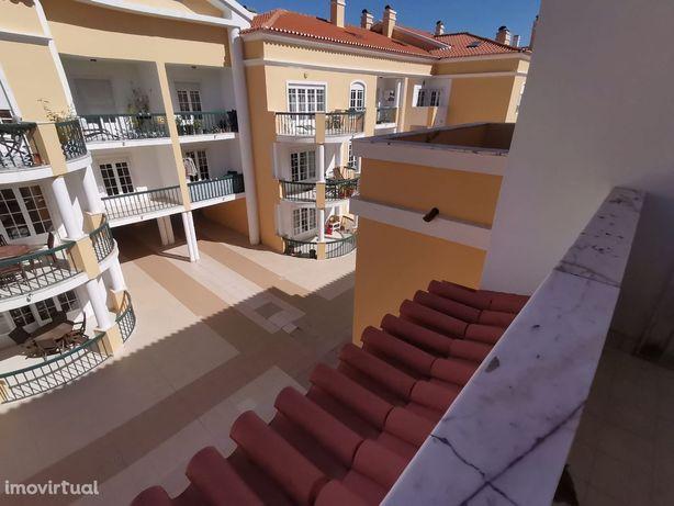 Apartamentos T3 Renovados em Condomínio Fechado com piscina