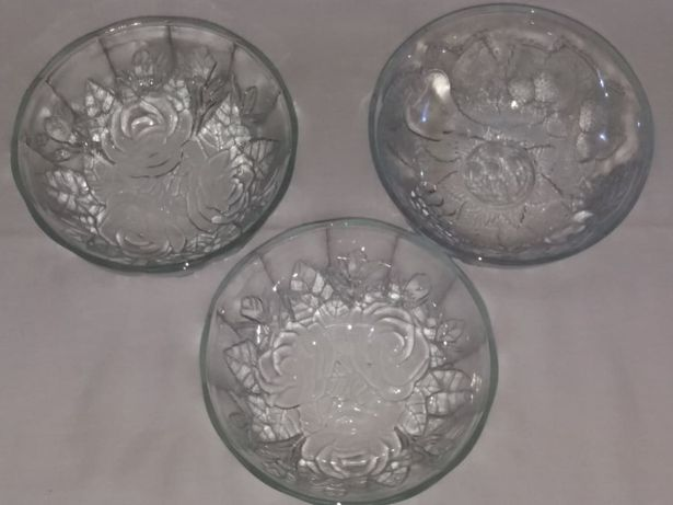 3 Taças de sobremesa em vidro trabalhado