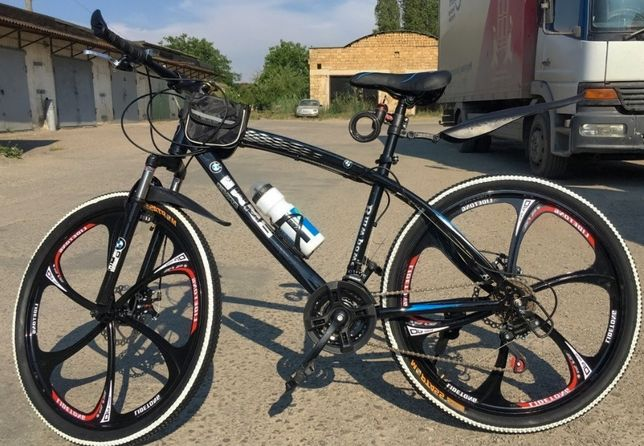 Продам чёрный велосипед BMW на литых дисках 26'', рама стальная 17''