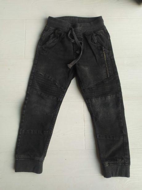 Czarne jeansy przecierane roz. 110