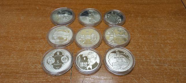 Коллекция НБУ монет по 5 и 2 гривны в капсулах,всего 9 шт.Все разные.