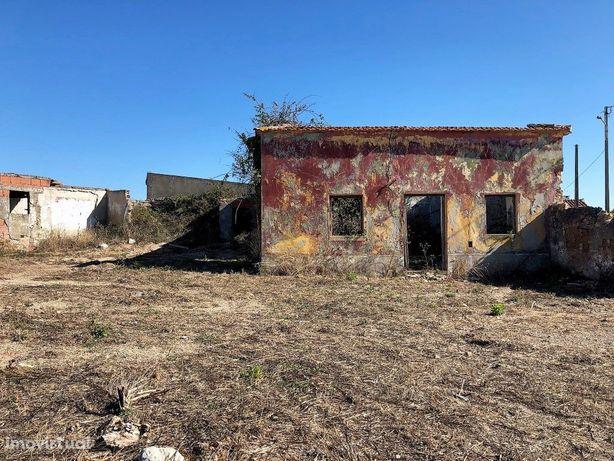 Casa antiga para recuperar, com terreno 450 m2.