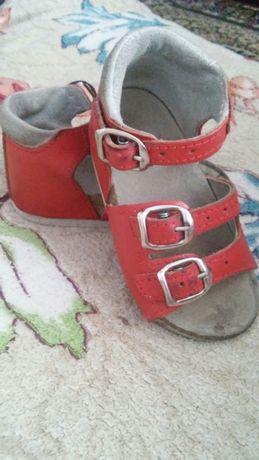 Недорого ортопедичні сандалі для дівчинки.
