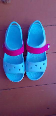 Продам босоножки crocs