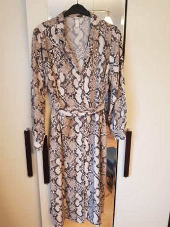 Sukienka w wężowy wzór hm