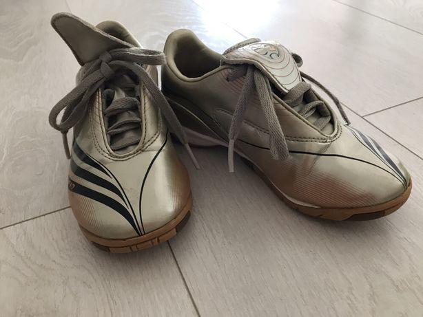 Halówki Adidas +F10 r. 30
