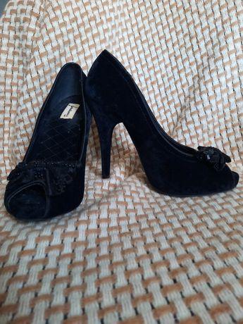 Чёрные туфли Stradivarius