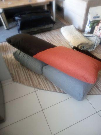 Poduszki z całkiem nowych kanap