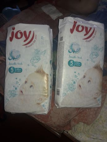 Продам две упаковки памперсов JOY-5