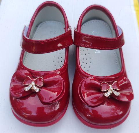 Лаковані туфлі для дівчинки розмір 20-21