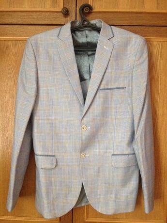 Мужской приталенный пиджак