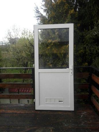 Drzwi białe plastikowe