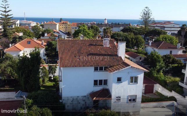 Prédio de 4 apartamentos em terreno de 888m2 - São João do Estoril