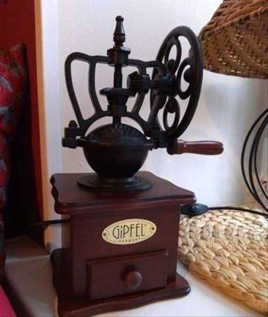 Кофемолка GIPFEL 9210 деревянная с колесом