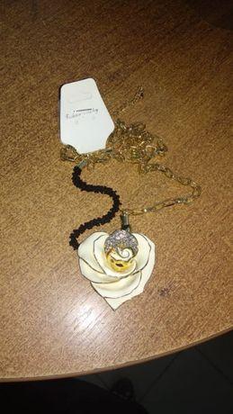 КОЛЬЕ бижутерия бусы подвеска кулон -белая роза эмаль цвет-золотистая