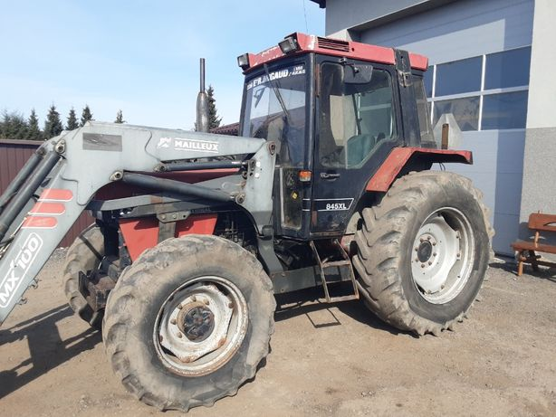 CASE International 845 XL z turem Renault MF z turem