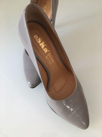 Buty lakierowane szare skóra 36