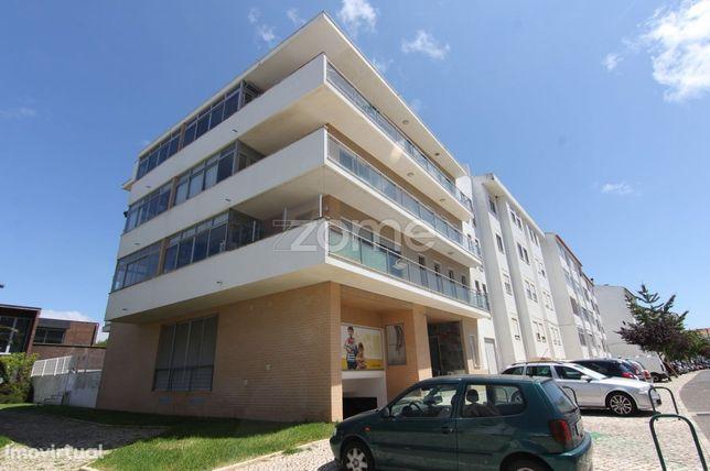 Apartamento T3, em Alcabideche com garagem