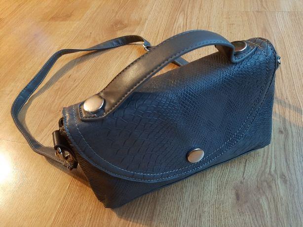 torebka na ramię szara Deichmann kuferek