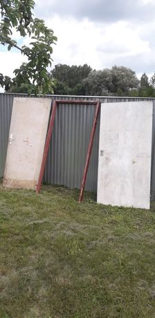 Dwoje drzwi plus jedna futryna
