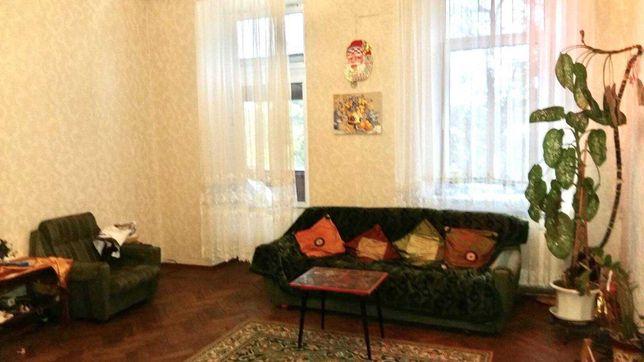 Продам 6-ти комнатную квартира в центре города