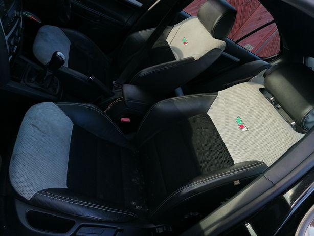 Skoda Octavia II VRS  fotele kanapa tylna komplet alcantara