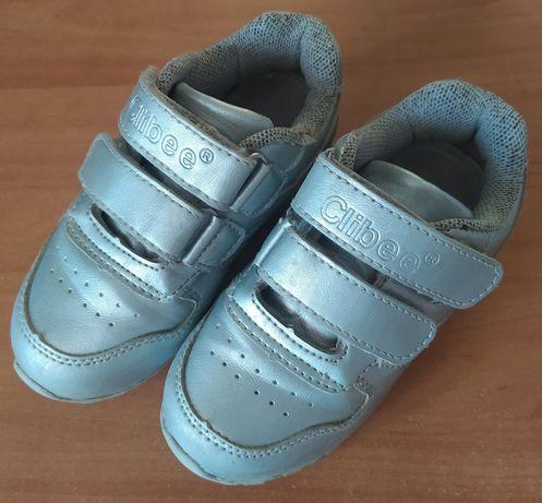 Продам детские кроссовки Clibee серебристого цвета 27 размер
