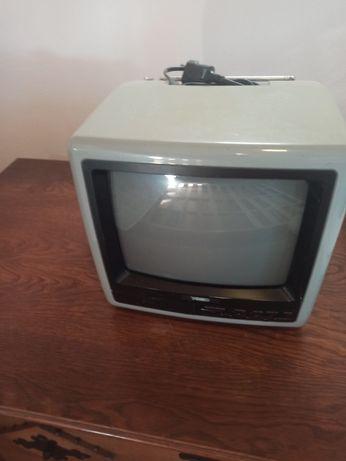TV vintage Yoko mini, a funcionar