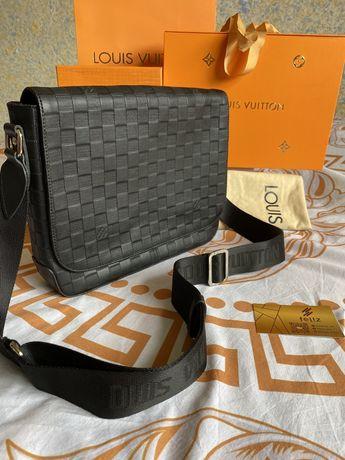 Torebka listonoszka Louis Vuitton czarna przez ramie skóra
