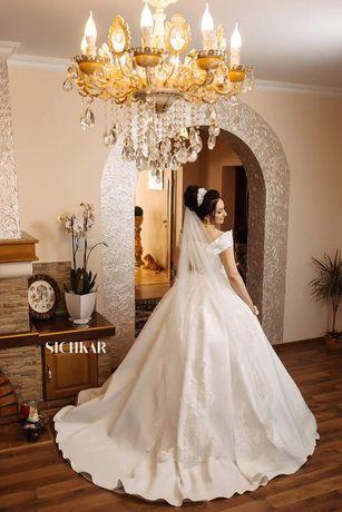 Продам свою весільну сукню.