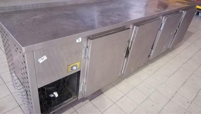Bancada de refrigeração + bancada com máquina lavar a loiça + bancada