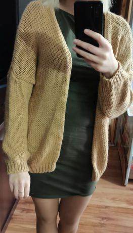 Sweterek pięknego koloru